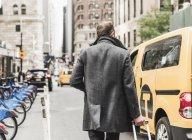 Uomo d'affari di Stati Uniti, New York City, in movimento in Manhattan — Foto stock