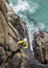 UK, Cornwall, woman climbing on Commando Ridge — Stock Photo