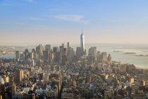USA, New York, Manhattan, quartiere finanziario al tramonto visto dall'alto — Foto stock