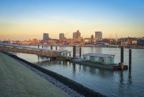 Germany, Hamburg, view to skyline and Nothern banks of the Elbe at morning twilight — Stock Photo