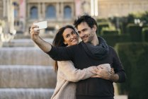 Spain, Barcelona, couple in love taking selfie with cell phone — Stock Photo