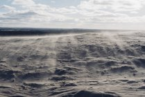 Danemark, Jutland du Nord, dérives de sable dans les dunes errantes au phare Rubjerg Knude — Photo de stock