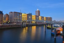 Houses and warehouse at the bank of the river in hamburg, Germany — Stock Photo