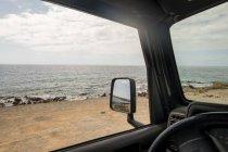 Espagne, Tenerife, plage vue partir de la voiture contre la rive — Photo de stock