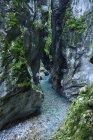 Словения, Толмин, Триглавский национальный парк, ущелья Толмина и вид на скалу — стоковое фото