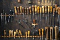 Outils en armoire de sellerie — Photo de stock
