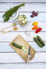 Банку маринованных кабачков и сладкий перец — стоковое фото