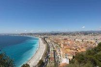 Francia, Provence-Alpes-Cote d ' Azur, Nizza, ciudad costera y playa - foto de stock
