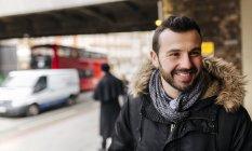 Портрет Великобританії, Лондоні, усміхнений чоловік — стокове фото