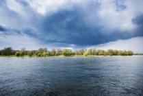 Germany, North Rhine-Westphalia, Rhine riverbank and stormy atmosphere — Stock Photo