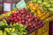 Mele rosa al farmer market — Foto stock