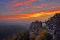 Tschechisch, Böhmische Schweiz, Elbsandsteingebirge, Blick zum Pravcicka Brana bei Sonnenuntergang — Stockfoto