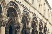 Хорватія, Дубровник, арки церкви Успіння, частковим видом — стокове фото
