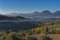 Apennins et la campagne au coucher du soleil à l'automne, Canfaito, marches, Italie — Photo de stock