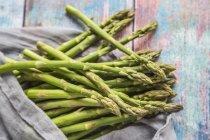 Mini espárrago verde orgánico - foto de stock