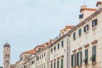 Croazia, Dubrovnik, fila di case au Stradun durante il giorno — Foto stock