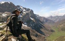 Happy man sitting on mountaintop, Spain, Asturias, Somiedo — Stock Photo