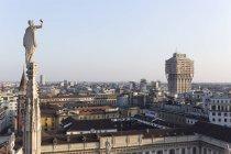 Skulptur auf der Mailänder Kathedrale, Stadtansicht, Mailand, Italien — Stockfoto
