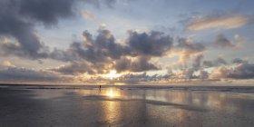 Allemagne, Basse-Saxe, Frise orientale, Nordstrand au coucher du soleil — Photo de stock