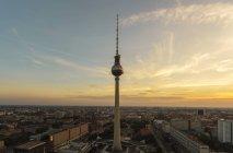 Переглянути Телевізійн башт, захід сонця, Берлін, Німеччина — стокове фото