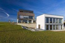 Alemanha, Bavaria, Kempten, casas na zona rural de destacadas — Fotografia de Stock