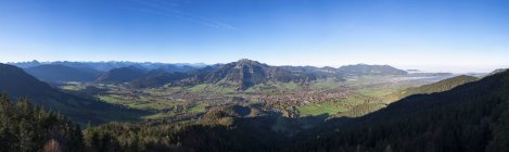 Germany, Upper Bavaria, Panoramic view from Geierstein over Isar valley, Lenggries and Brauneck, Isarwinkel — Stock Photo