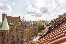Allemagne, Berlin-Friedrichshain, toits et bâtiments à Rigaer Strasse — Photo de stock