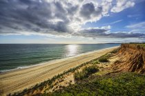 Portugal, Algarve, Vilamoura, cliff coast, beach Praia da Falesia — стокове фото