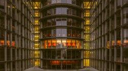 Часткове зору того, Поль Loebe-розбудови увечері, Берлін, Німеччина — стокове фото