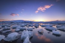 Iceland, Icebergs floating in jokulsarlon Ice Lagoon, Vatnajoekull National Park — Stock Photo