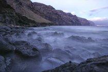 Vista serale delle scogliere di Gigantes e dell'oceano dalla parte superiore di Los Gigantes, Isola di Tenerife, Isole Canarie, Spagna — Foto stock
