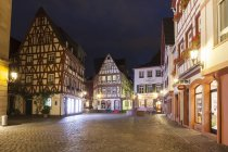 Germany, Rhineland-Palatinate, Mainz, Kirschgarten Square, Half-timbered house at night — Stock Photo