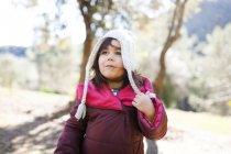 Портрет дівчинка капелюсі шерстистого — стокове фото