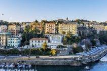 Bateaux amarrés dans le port de Savone, Ligurie, Italie — Photo de stock