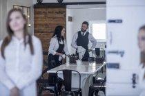 Restaurant staff preparing tables for service — Stock Photo