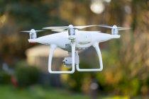 Літаючих drone з камери на відкритому повітрі — стокове фото