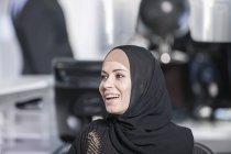 Ближнего Востока предприниматель в офисе, портрет — стоковое фото
