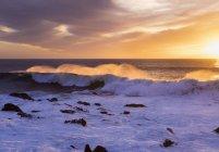 Spain, Canary Islands, La Gomera, Valle Gran Rey, surf at sunset — Stock Photo
