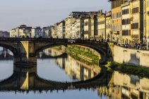 Italia, Toscana, Firenze, fiume Arno e Ponte Santa Trinita — Foto stock