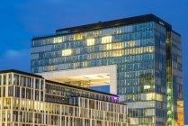 Німеччина, Кельн, Rheinauhafen, Kranhaus синій години — стокове фото