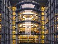Німеччина, Берлін, часткове зору того, Поль Loebe-розбудови увечері — стокове фото