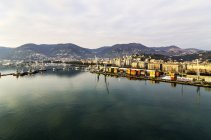 Italie, Ligurie, La Spezia, paysage urbain avec port — Photo de stock