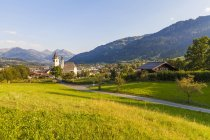 Austria, Tyrol, Kitzbuehel, townscape with churches — Stock Photo