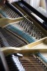 Обітнутого зображення роялі тюнінг рояль — стокове фото