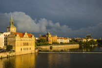 Чехія, Прага, змітайте Бедржиха музей при Влтава — стокове фото
