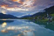 Austria, Carinzia, Techendorf sul lago Weissensee — Foto stock