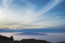 Tenerife, paisagem com colinas sob nuvens durante o dia — Fotografia de Stock
