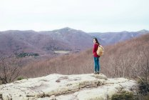 Spain, Barcelona Province, Sants Fe del Montseny, woman with backpack  in the mountains — Stock Photo
