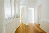 Casa com salas vazias — Fotografia de Stock