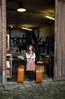 Girl standing at garage with two suitcases — Stock Photo